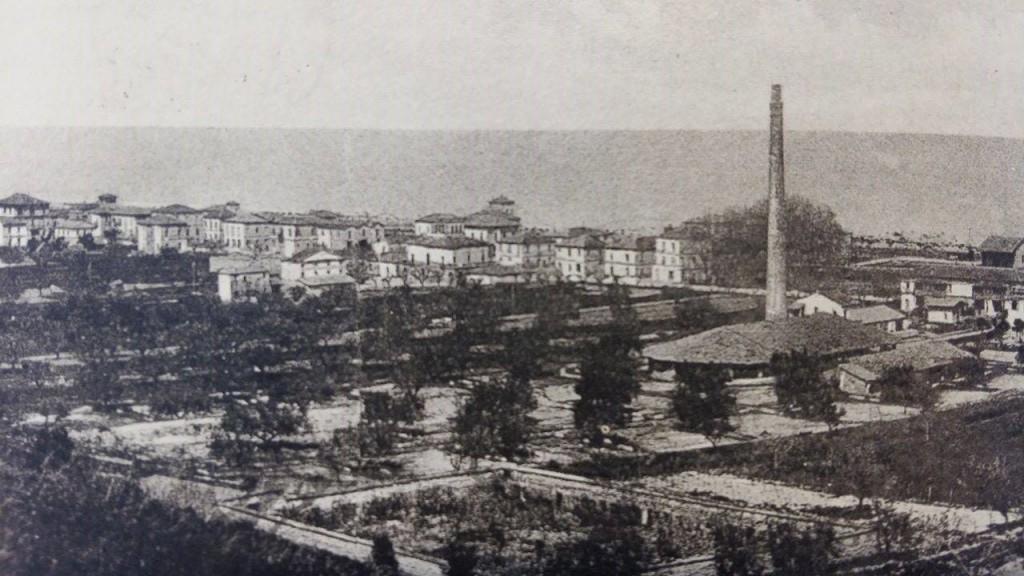 Panorama di Pineto negli anni '20 con la fornace