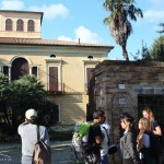 Davanti a Villa Caccianini