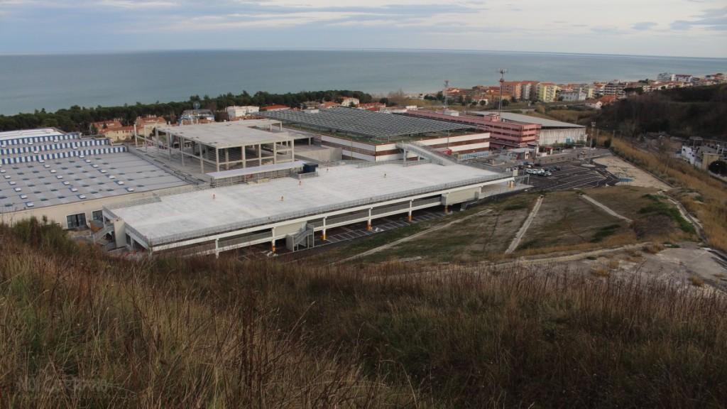 Centro commerciale in costruzione (gennaio 2016)